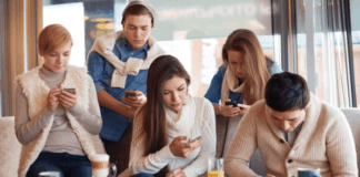 smartphone addiction and FOMO